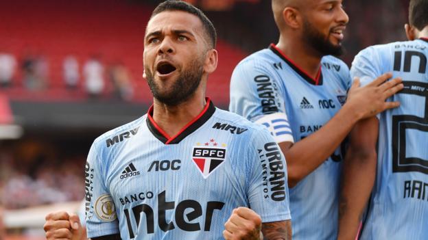 Dani Alves scores winner on Sao Paulo debut as they beat Ceara 1-0 thumbnail