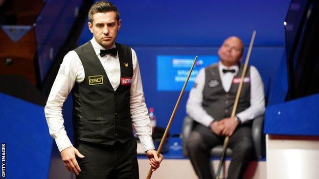 World Snooker Championship: Mark Selby leads Stuart Bingham 9-7 at Crucible thumbnail