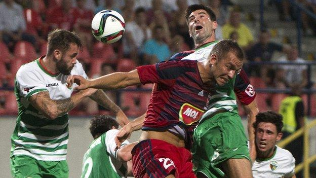 Mike Wild challenges the Videoton defence for The New Saints