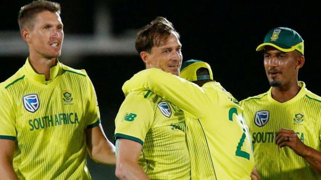 England in South Africa: Tourists lose first Twenty20 by one run thumbnail