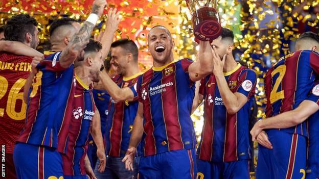 Ferrao (centre) celebrates with Barcelona