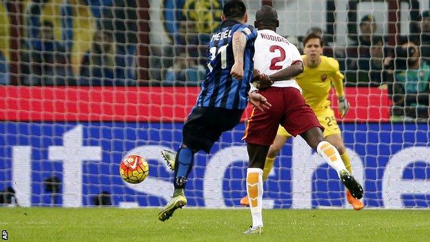Gary Medel scores Inter Milan's winning goal against Roma