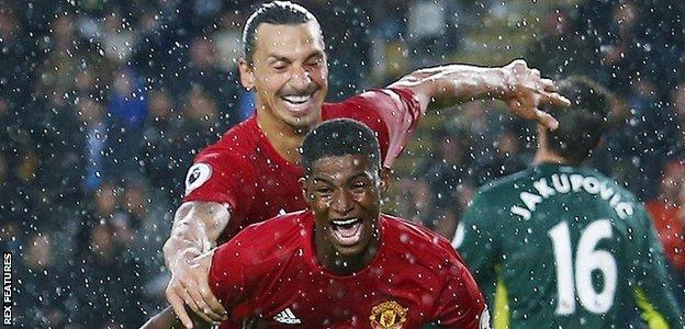 Marcus Rashford celebrates with Zlatan Ibrahimovic after scoring United's late winner against
