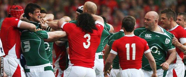 Wales and Ireland players grappling