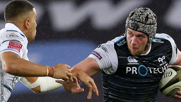 Ben Thomas moves in on Dan Lydiate