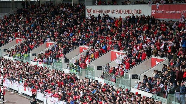 Scarlets crowd