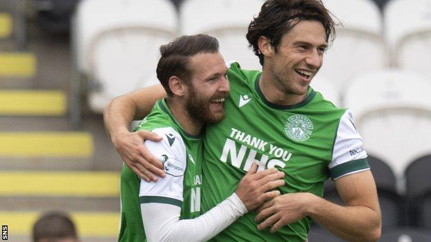 Hibs maintained their 100% away record with victory at St Mirren last Saturday