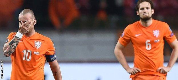 Wesley Sneijder and Daley Blind contemplate their failure to reach Euro 2016