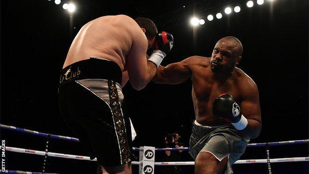 Derek Chisora fights Frenchman Zakaria Azzouzi