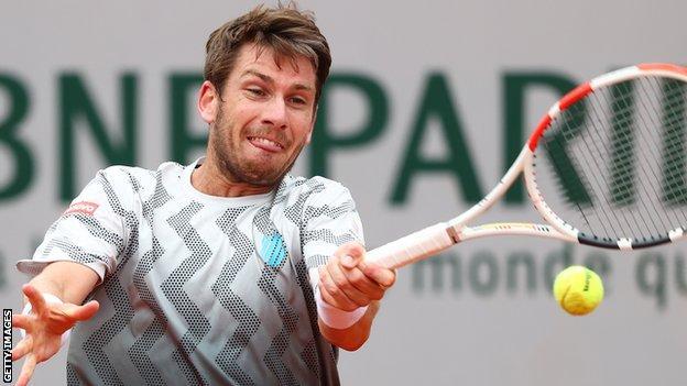 Cameron Norrie frappe un retour contre Rafael Nadal