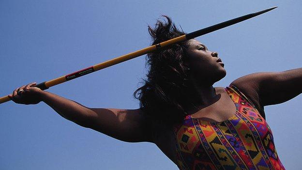 Tessa Sanderson throwing a javelin in 1992