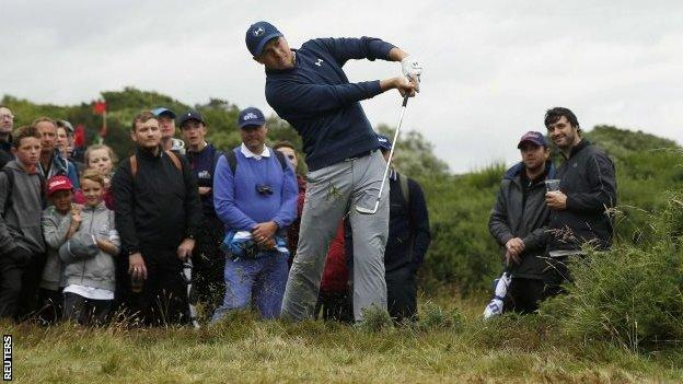 Jordan Spieth playing from the rough