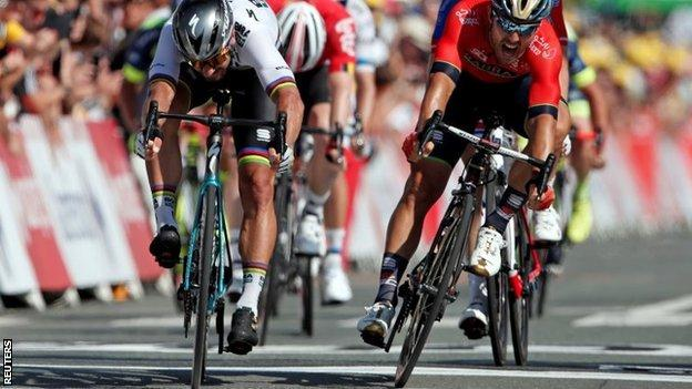 Peter Sagan (left) holds off Sonny Colbrelli to win stage two