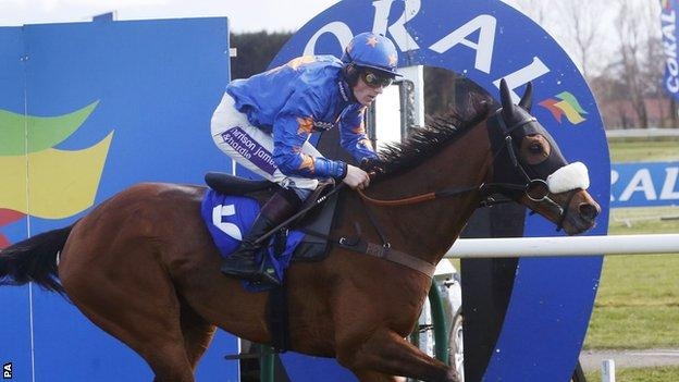Vicente, ridden by Sam Twiston-Davies, won the Scottish Grand National