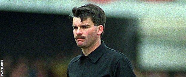 Snode leitete zwei Spiele bei den Weltmeisterschaften 1986 und 1990