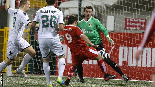 David McDaid equalises for Cliftonville against Glentoran