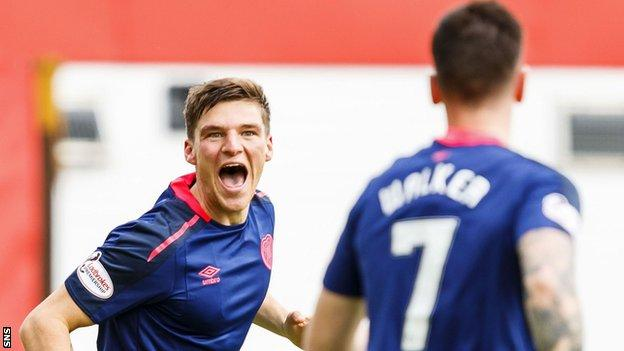 Hearts' Ross Callachan and Jamie Walker celebrate