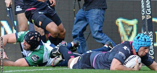 Flanker Justin Tipuric came off the bench to give Ospreys hope with a try but it was not enough