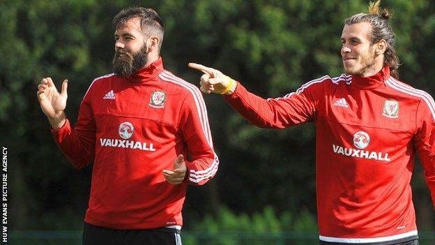 Joe Ledley (left) with Gareth Bale in Wales training