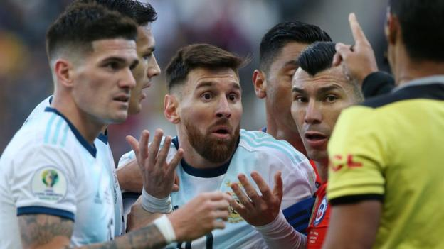 Argentina 2-1 Chile: Messi gets first red card in 14 years as Argentina win thumbnail