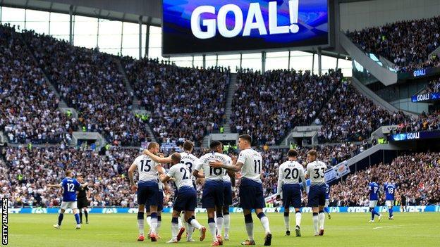 Spurs players celebrate scoring against Everton