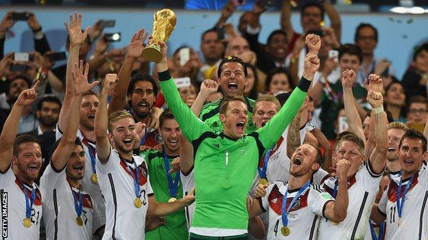 Manuel Neuer lifts World Cup trophy