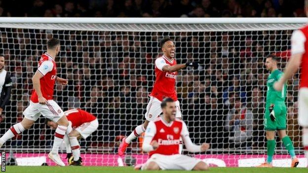 Arsenal 4 0 Newcastle Gunners Beat Magpies To End Run Of Draws Bbc Sport
