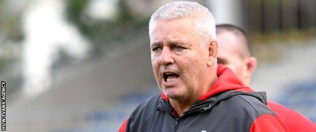 Warren Gatland issues instructions during Wales training