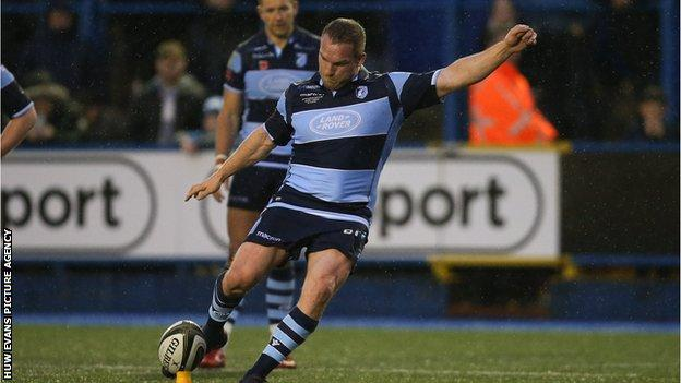 Gethin Jenkins attempted the final conversion but the retiring Blues prop was just wide