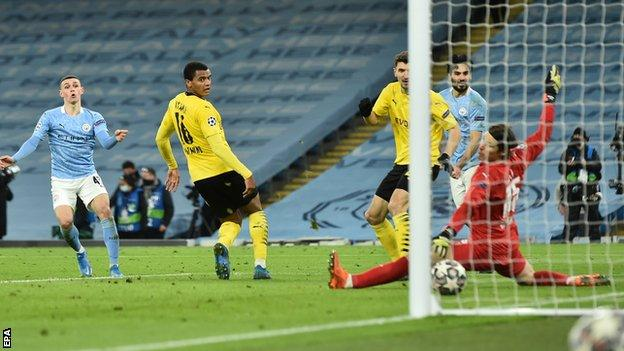 Man City 2-1 Dortmund: Foden scores late as City take control of Champions League tie thumbnail