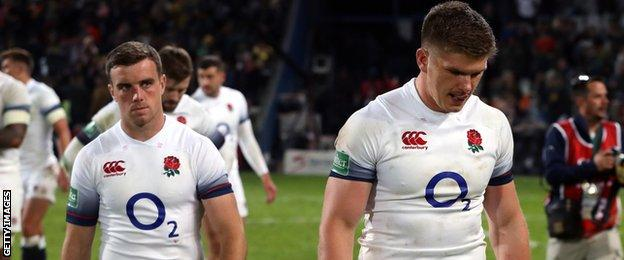 A dejected George Ford and Owen Farrell walk off the pitch