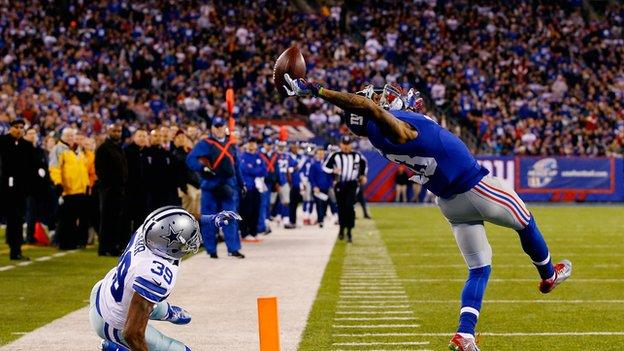 Odell Beckham Jr makes a catch in the NFL with three fingers