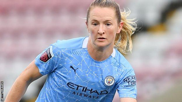 Sam Mewis in action for Manchester City Women