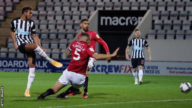 Seven-goal Newcastle thrash 10-man Morecambe thumbnail