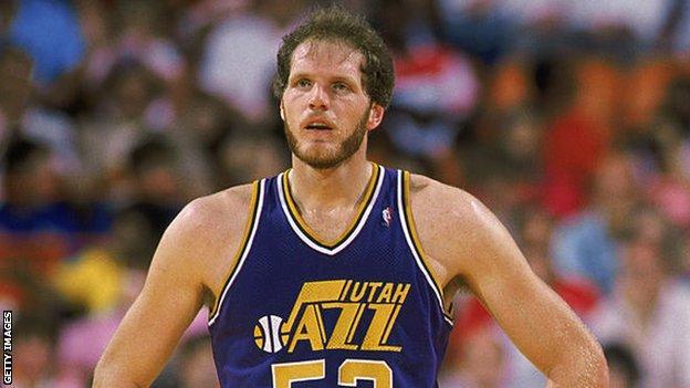 Mark Eaton playing for Utah Jazz