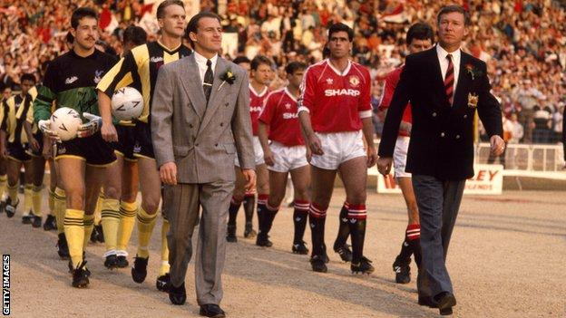 Alex Ferguson (right) leads his Manchester United team out for the FA Cup final replay
