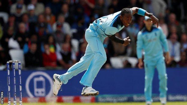 Jofra Archer bowling for England