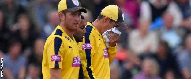 Hampshire bowler Mark Wood is struck on the nose