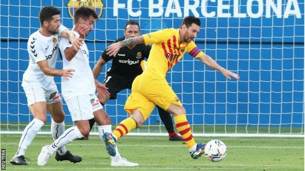 Lionel Messi plays for Barcelona in pre-season friendly win - BBC Sport