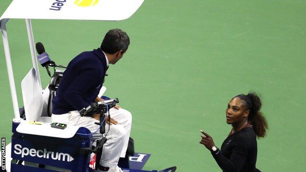 Serena Williams confronts umpire Carlos Ramos