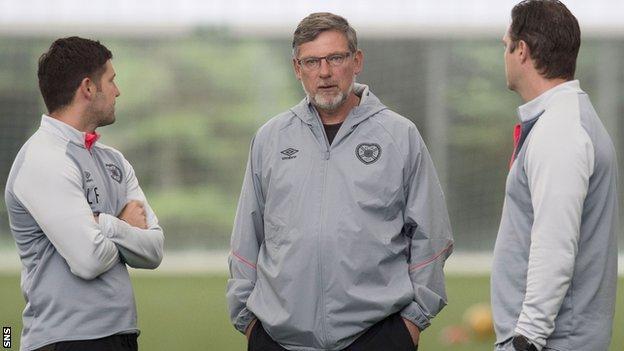 Hearts manager Craig Levein (centre)