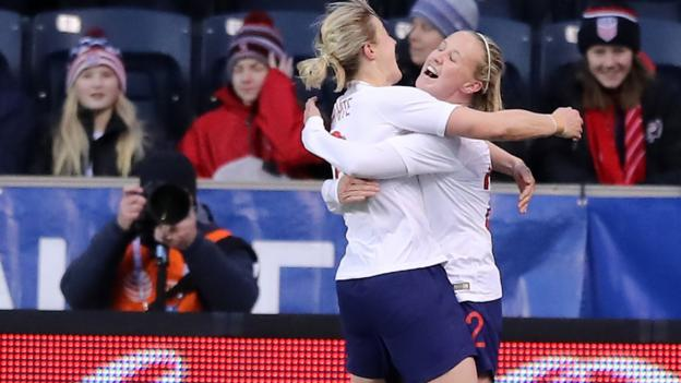 SheBelieves Cup 2019: England women 2-1 Brazil women after Beth Mead winner thumbnail