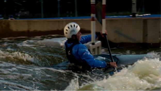 BBC Sport Scotland's Laura McGhie took on the canoe slalom in Glasgow - BBC Sport