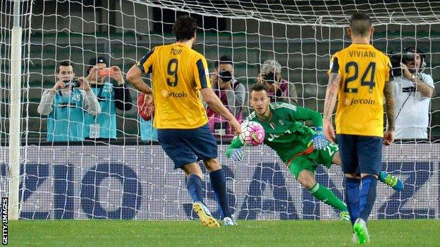 Luca Toni scores a penalty