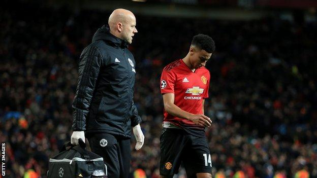 Jesse Lingard walks off injured with a physio