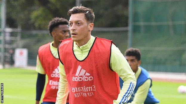 Ozil left out of Arsenal's Europa League squad thumbnail