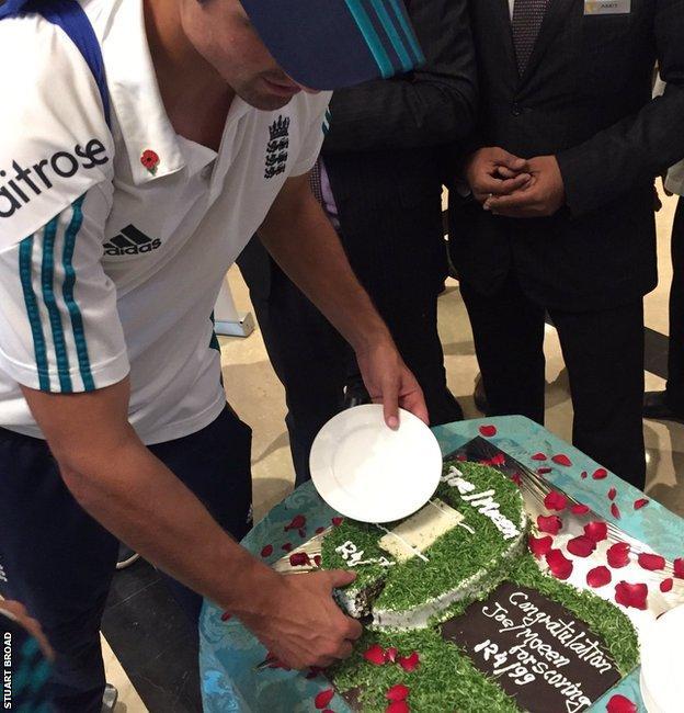 Alastair Cook cuts a celebratory cake