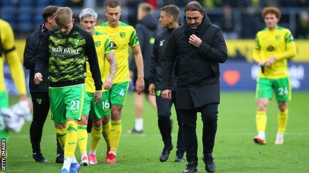 Daniel Farke leads off his Norwich team