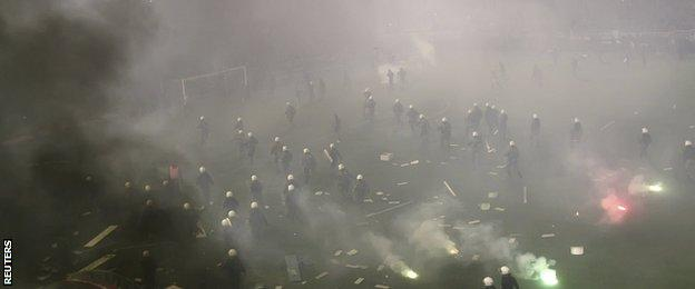 Violence at the Athens derby between Panathinaikos and Olympiakos