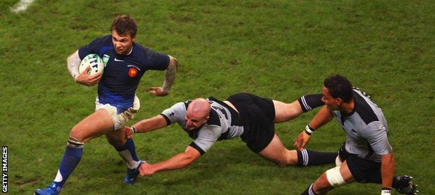 Vincent Clerc in action against New Zealand in 2007
